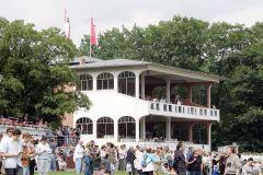 Hoppegartener Tribüne. www.galoppfoto.de