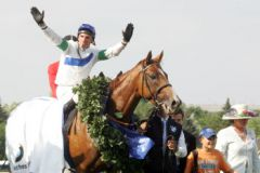 Schiaparelli und Andrasch Starke als Derbysieger. www.galoppfoto.de