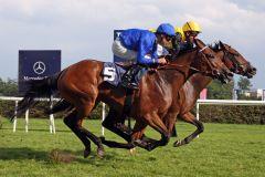 Lacy (rechts) mit Adrie de Vries gewinnt mit einem kurzen Kopf gegen die Französin Heartily (Anthony Crastus). www.galoppfoto.de - Sabine Brose