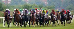 Die 18 Kandidaten noch dicht zusammen, Koffi Prince (vorne rechts) macht das Tempo vor Nutan (ganz links). Foto: Dr. Jens Fuchs