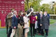Princess Zoe und Jockey Joey Sheridan mit den Besitzern Besitzer Patrick F Kehoe & Mrs P Crampton und dem TrainerTony Mullins nach dem Sieg im Qatar Prix du Cadran. ©galoppfoto.de