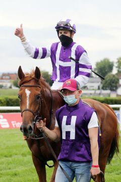 Salve Annetta mit Lukas Delozier nach dem Sieg in Baden-Baden. ©galoppfoto.de - Frank Sorge