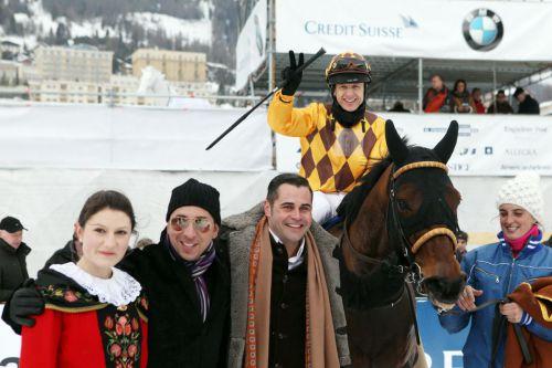 Im Schnee aktiv mit Le Big 2012 in St. Moritz. Mit ihm konnte Andre Best auch vergangegen Sonntag gewinnen. www.galoppfoto.de