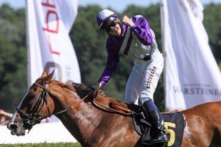Bis dato der sportlich größte Erfolg, Gr. I-Sieg mit Nymphea. Foto: www.galoppfoto.de  - Joerg Sorge