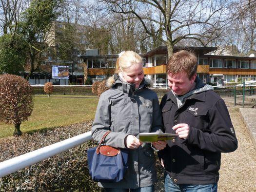 Die Rennbahntester Simone und Thomas am Kölner Führring. Foto: Karina Strübbe