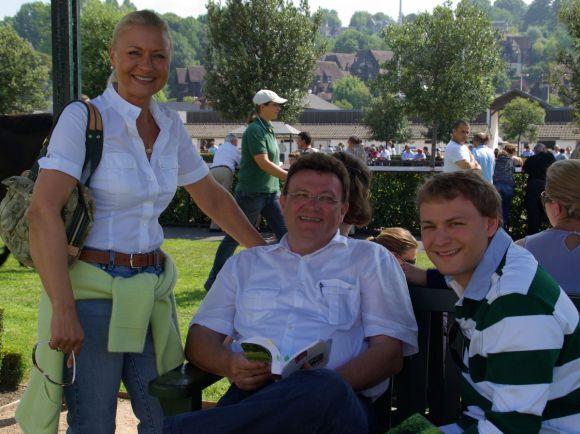 Michaela, Bruno und Holger Faust bei Arqana in Deauville. www.dequia.de